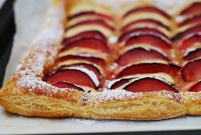 323Открытый пирог с яблоками из слоеного теста рецепт